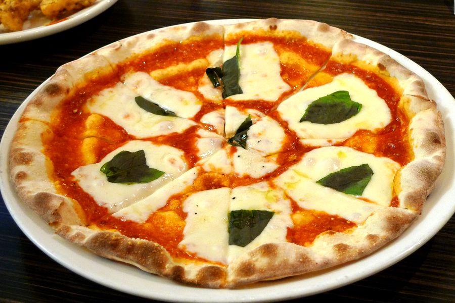 сирене, домати, пица, босилек, вкус